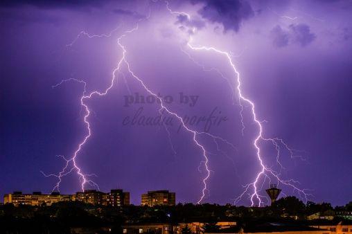 Cât de SPECTACULOS! Botoșaniul acoperit de fulgere în noaptea furtunoasă - FOTO - Despre Botosaniul interzis