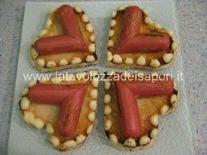 Tartine a forma di cuore con Wuster e Maionese   http://www.latavolozzadeisapori.it/ricette/tartine-a-forma-di-cuore-con-wuster-e-maionese