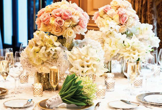 An elegant floral centerpiece @fsparis wedding #ouioui