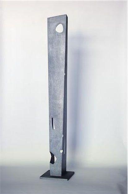 ISAMU NOGUCHI. Pylon (Tall One), 1958 - 1980 . © The Isamu Noguchi Foundation and Garden Museum, NY.