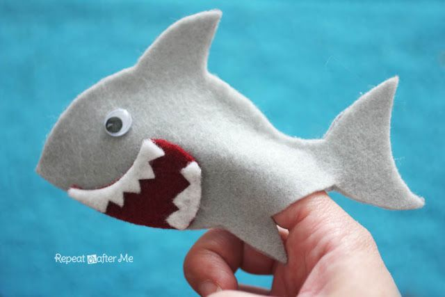 Repeat Crafter Me: Felt Shark Finger Puppet We just learned the Shark song- the…