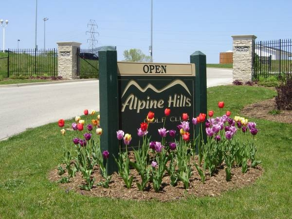 Alpine Hills Golf Course is a challenging par 3 golf course located in the heart of Rockford off state and Alpine. Alpine Hills also has the cities premier driving range and practice facilities around.