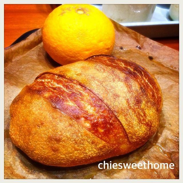 八朔酵母、ストレート法で焼いてみました! 発酵に時間がかかりましたが、待って良かった♡  バリッとした美味しそうなパンが焼けました*\(^o^)/*  成型とクープの修行をしないといけないね^^; - 96件のもぐもぐ - 八朔酵母で初バケット by chieko ♪