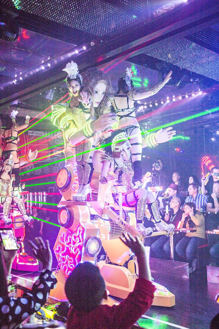 You don't have to read katakana (ロボットレストラン) to know you've found the Robot Restaurant. Although it's nestled in the bright lights of Shinjuku's frenzied Kabukichō entertainment district, it doesn't exactly blend in, and actually makes the surrounding area seem pretty calm by comparison. There are four shows a day, the earliest starting at 4:20PM, and …