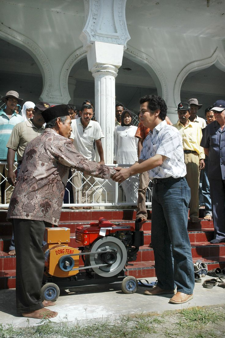 Serah terima bantuan alat pertanian untuk masyarakat desa Suak Raya