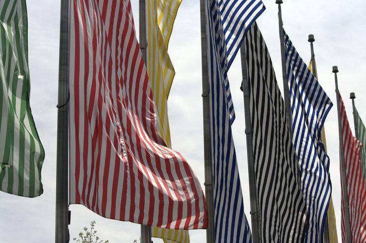 Daniel Buren les-neuf-couleurs-au-vent...Une oeuvre urbaine que sculptent au jour le jour le vent et la lumière