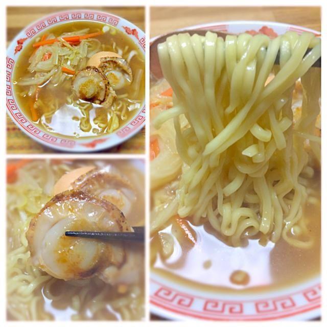 塩豚のスープとカニ出汁のスープを使ってスープを作ってみました(^◇^) 味噌スープに合う!  白菜たっぷり、ホタテのバター焼きをトッピンしました。 マルちゃん製麺の麺、味噌は少し平打ちでこれまた美味しい〜((* ´艸`)) - 51件のもぐもぐ - ホタテバター味噌ラーメン@マルちゃん製麺 by morimi32