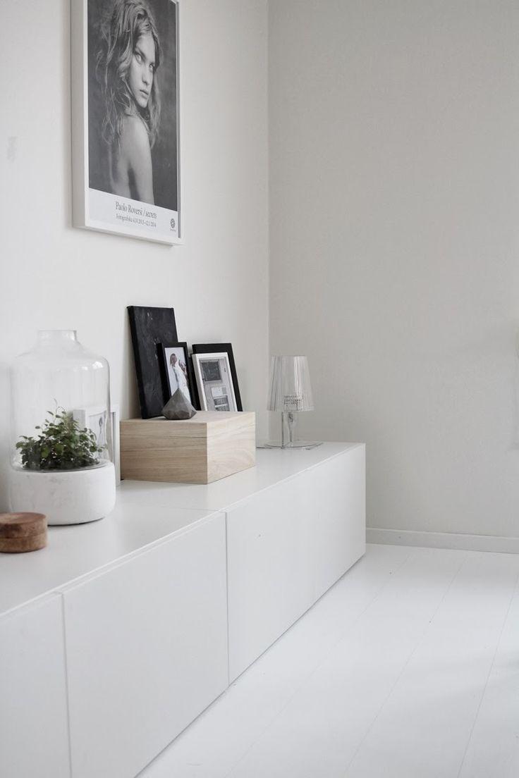 """Ikea """"Besta"""" sideboard, maar er een houten paneel op leggen, maakt het mooier en…"""