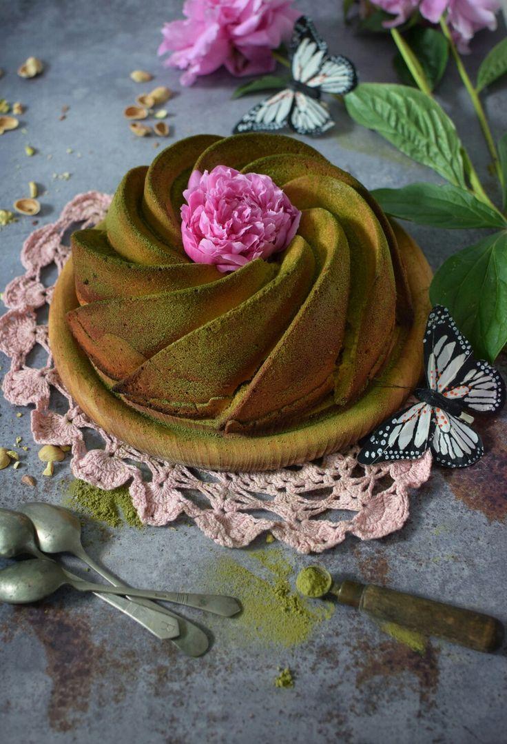 Matcha bundt cake
