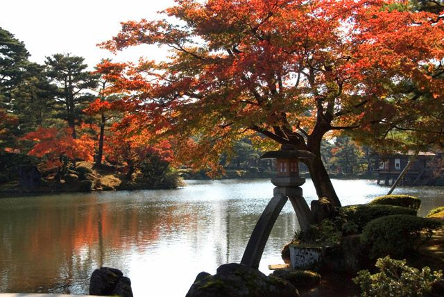Kenroku-en Garden, famous for winter scenery featuring protection of trees from snowfall using ropes, was visited by approximately 134,000 tourists from overseas according to the statistics in 2010  Check Out More http://goo.gl/fb/JLZQjz #Kenrokuen #Garden #Kanazawa #Japan #asia #places #Spring