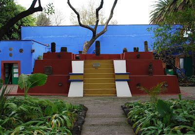 """,,Az az azúrkék ház...'""""- Frida Kahlo festőművésznő mexikói otthona,  #árnyalatok #azúr #azúrkék #élénk #festő #festőművész #festőnő #Frida #ház #híres #indián #izzik #izzó #Kahlo #kertitó #kontrasztok #látogatott #Mexikó #Mexikóváros #művészet #múzeum #népszerű #otthon #otthon24 #sárga #spanyol #színek #szobák #turisták #virágok, http://www.otthon24.hu/az-az-azurkek-haz-frida-kahlo-festomuveszno-mexikoi-otthona/ Olvasd el…"""