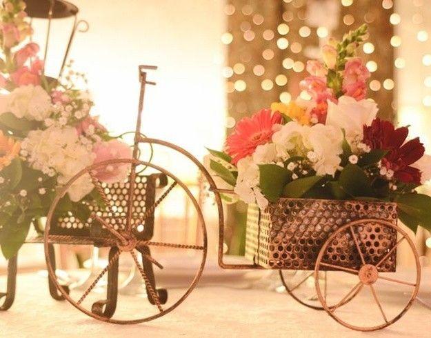Centro de mesas para bodas de oro decoracion buscar con - Pinas decoradas para centro de mesa ...