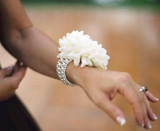 kk...simple beautiful...good for mother of the bride/grooms