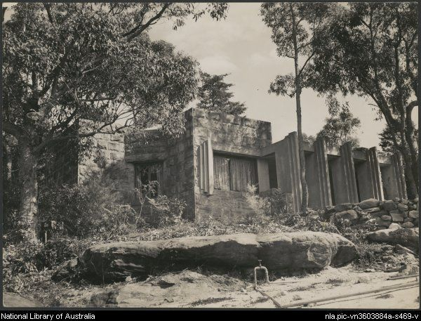 T.H.R. Wilson House, 2 The Barbette, Lot 197, Castlecrag, [2] [picture]. - Part of  Eric Milton Nicholls collection [picture].