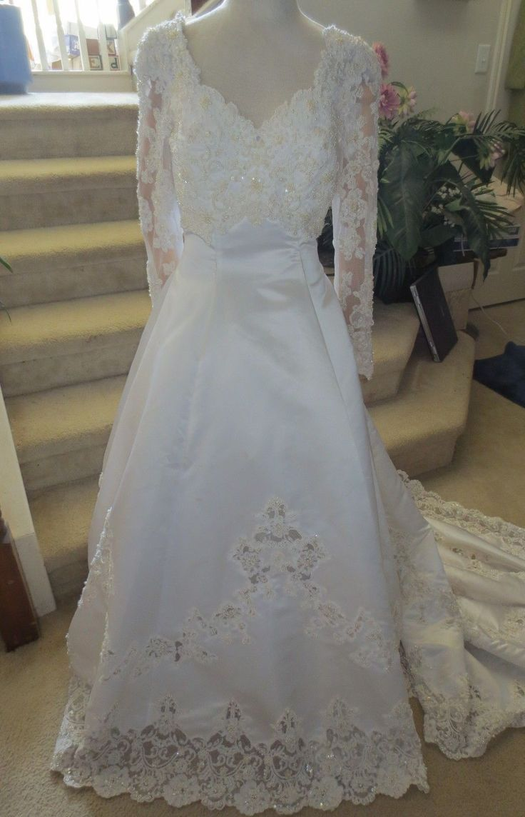 100.00$  Watch here - http://vigmo.justgood.pw/vig/item.php?t=x63vce44238 - Mori Lee Wedding Gown Size 12 USA long sleeves w/long train + veil Pearls 100.00$