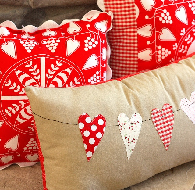 Diary of a Quilter - a quilt blog: Valentine Throw Pillow Tutorial