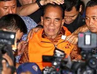 KPK Reka Ulang Suap di Rumah Gubernur Riau