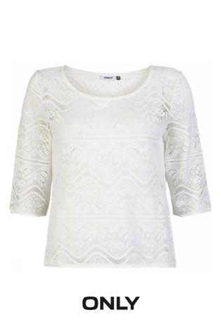 Petit look Boho/chic! Ce chandail de dentelle a une coupe légèrement ample! On aime, surtout à 39.00$ !!!! #lace #only #crème #white