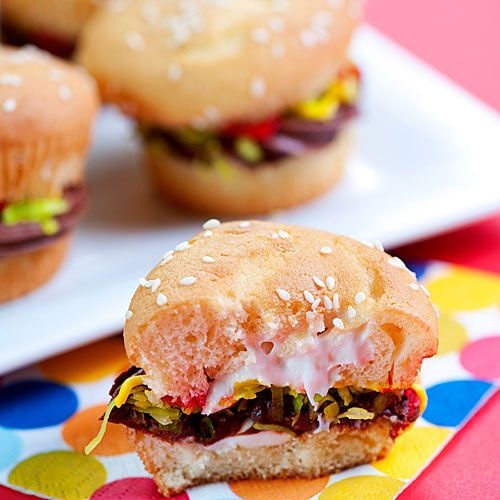 Cupcakes that look like a Juicy Lucy Cheeseburger