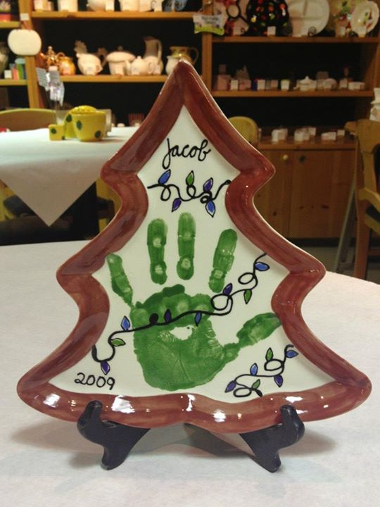 Christmas tree plate  Ceramics, painting, DIY, painting, handprint, crafts, Color Me Mine