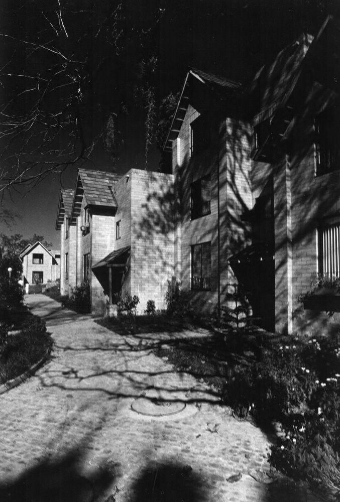 Clásicos de Arquitectura : Agrupación de vivienda Las Brujas,© Diego Samper