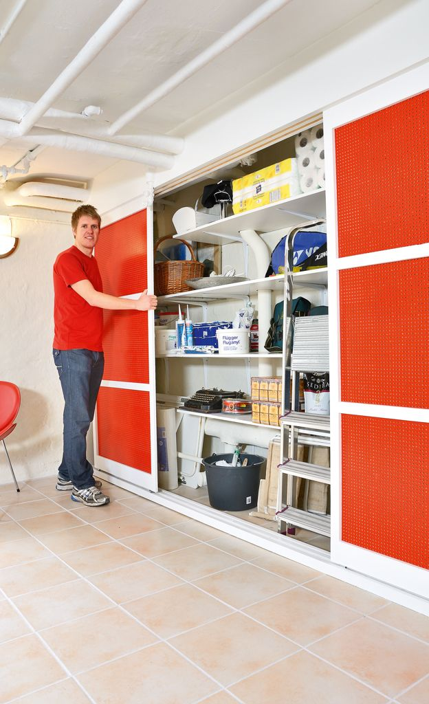 Einen Kellerschrank einzubauen ist leicht, zumal so ein Einbaumöbel viele Vorteile hat: Diese Anleitung zeigt, wie Sie so einen Schrank selber bauen
