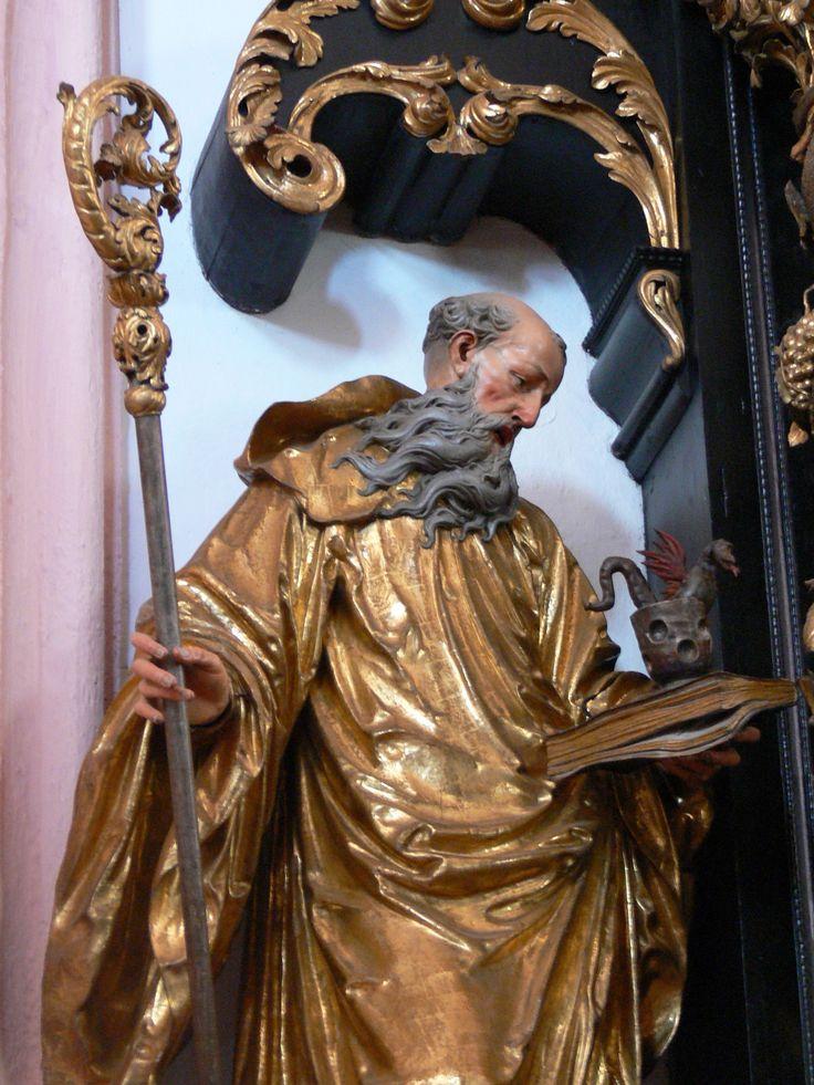 """São Bento registrou que o monge deve ser """"não soberbo, não violento, não comilão, não dorminhoco, não preguiçoso, não detrator, não murmurador""""."""