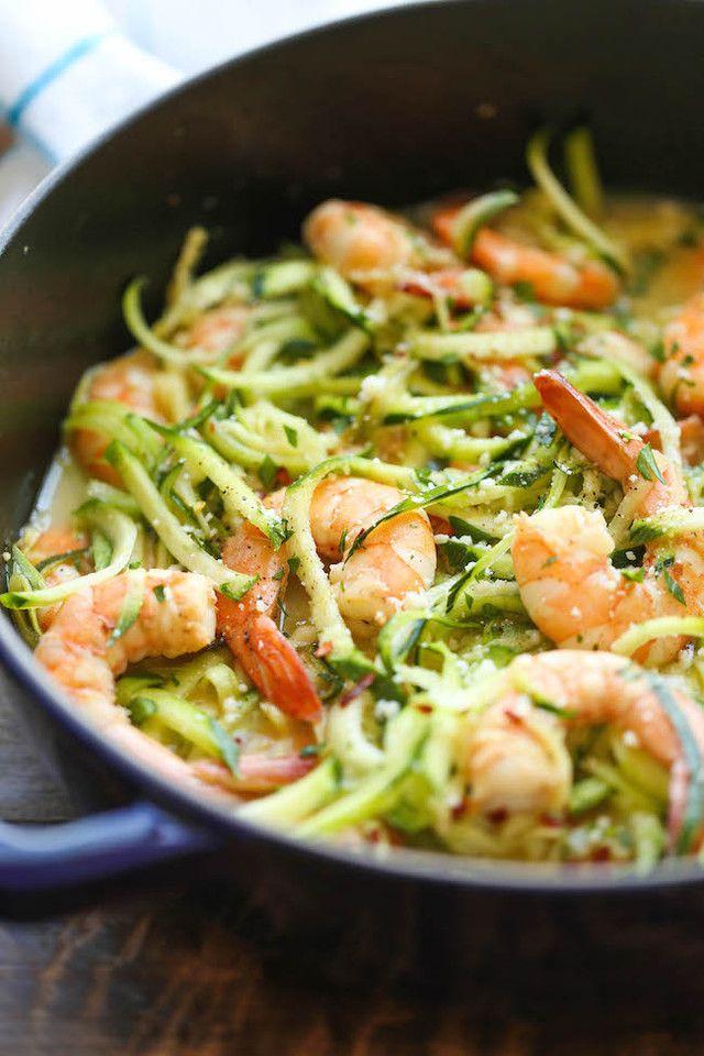 Spaghetti de courgette com camarão