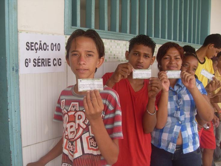 http://sobreisso.com/2013/02/22/professor-paraense-tenta-mostrar-aos-alunos-a-importancia-do-voto/