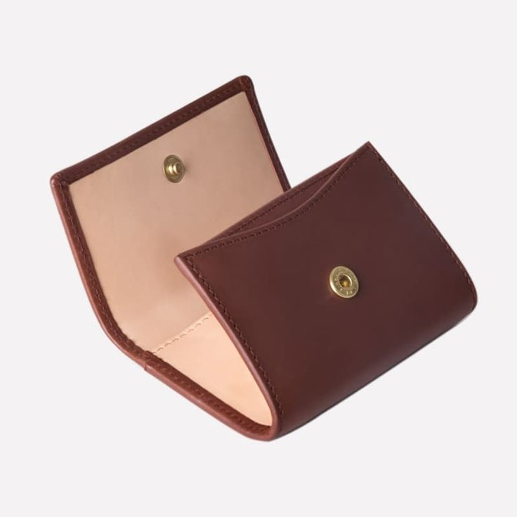 Ettinger London – Luxury Leather Goods – Saint Crispin Collection – Burnishable calf, silky soft leather.   Coin purse with card pocket in Bracken brown on the outside and eggshell beige on the inside.
