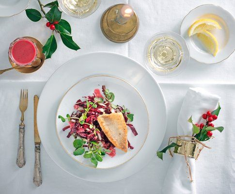 Eglifilet auf Salat mit Pfefferdressing