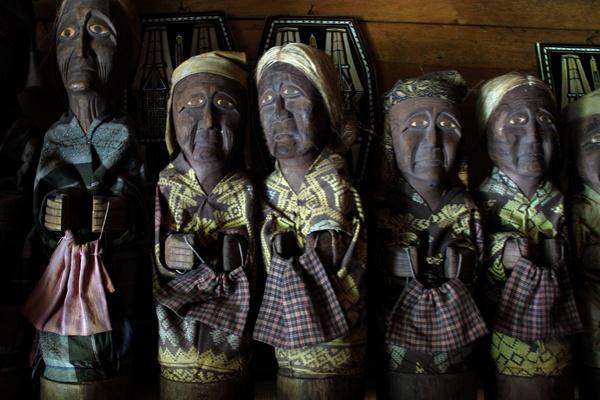 Wooden Craft Souvenir from Lemo,  Tana Toraja, Sulawesi, Indonesia. (Photo by IndSight/Ifan F. Harijanto)