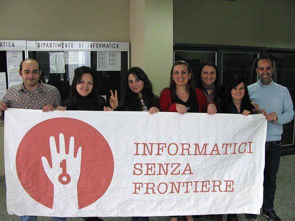 http://www.informaticisenzafrontiere.org/2012/05/cittadini-digitali-in-puglia/    nuovi e-citizen a Bari, con i corsi di informatica base rivolti agli immigrati