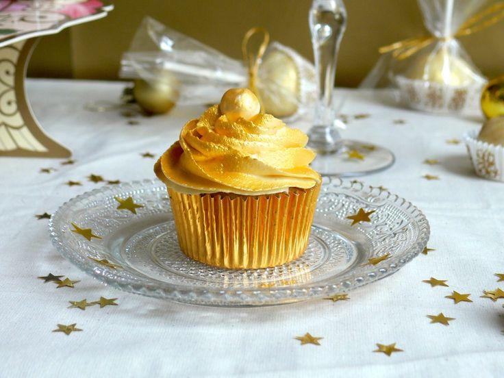 Happy New Year ! or my Golden White Chocolate Champagne Cupcakes / Bonne Année ! ou mes  Cupcakes Dorés au Chocolat Blanc et au Champagne.