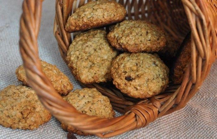Классическое овсяное печенье http://mirpovara.ru/recept/3194-klassicheskoe-ovsyanoe-pechene.html  Рецептов овсяного печенья существует бесконечное множество. оно бывает также диетическим и постным. ...  Ингредиенты:  • Хлопья овсяные - 3ст. л. • Масло сливочное - 200г. • Яйцо - 2шт. • Мука - 1,5ст. • Гашеная сода  - 1ч. л. • Сахар - 1/2ст. • Корица молотая - 1ч. л. • Масло растительное - 1ст. л. • Изюм - по вкусу  Смотреть пошаговый рецепт с фото, на странице…