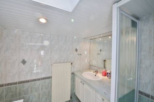 Villa Bardo Saint-Hilaire-de-Riez Villa Bardo is a detached villa located in Saint-Hilaire-de-Riez in the Pays de la Loire Region and is 46 km from Pornic. The property is 27 km from Les Sables-d'Olonne and boasts views of the garden. Free private parking is available on site.