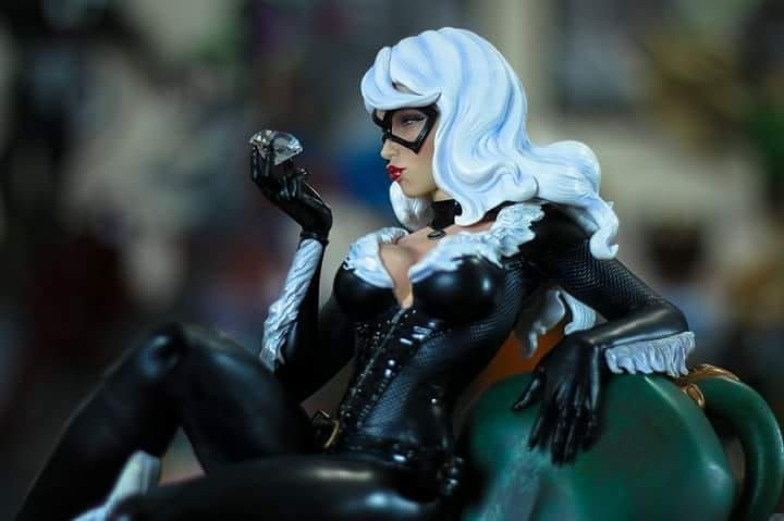 Dear Collectors and Friends The sculpt detail and paint app are outstanding. and we agree with Odeh. Pictures from the XM Black Cat  statue by Odeh Neshawait thank you. Enjoy the pictures guys. You can buy her at our homepage www.xm-studios.shop in stock now. Thank you.  #xm #xmstudios #xmstudioseurope #marvel #blackcat #spiderman #statue #sculpture
