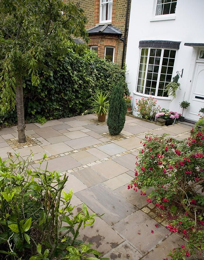 25 best ideas about paving flags on pinterest patio for Paved courtyard garden ideas