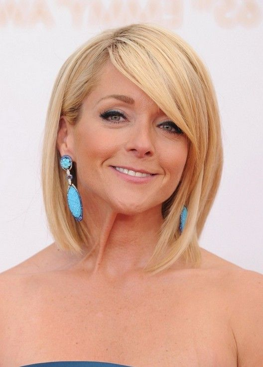 Jane Krakowski Short Blonde Bob Hairstyle for Women Over 40