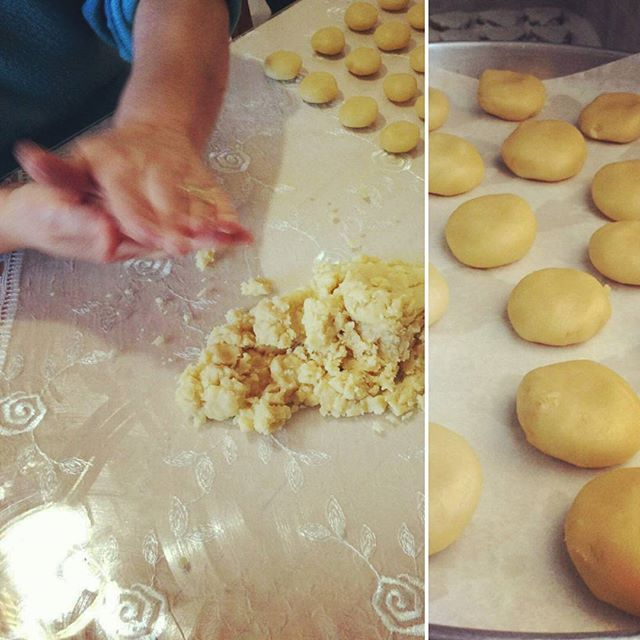 """It's a family tradition to share with you at the guesthouse """"Kourabiedes"""" (Greek Christmas Butter Cookies) and """"Melomakarona"""" (Greek Christmas honey cookies) !! We started from last week and we know that you love them!! Don't miss it!! #christmas_at_gaia #gaiaguesthouse #kourabiedes #melomakarona #greekcuisine #traditionalfood"""