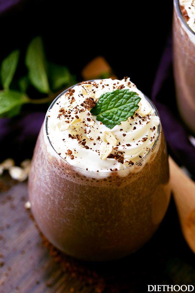 ngredients  1 kop sterke koffie 1 banaan 1/4-cup havermout 1 theelepel cocoa poeder 1 ttheelepl lijnzaadmeel 1/8 theelepel kaneel 1 cup amandelmelk 1 theelepel honing Koffie nachtje invriezen in ijsblokjes en 's ochtends alles in de blender.
