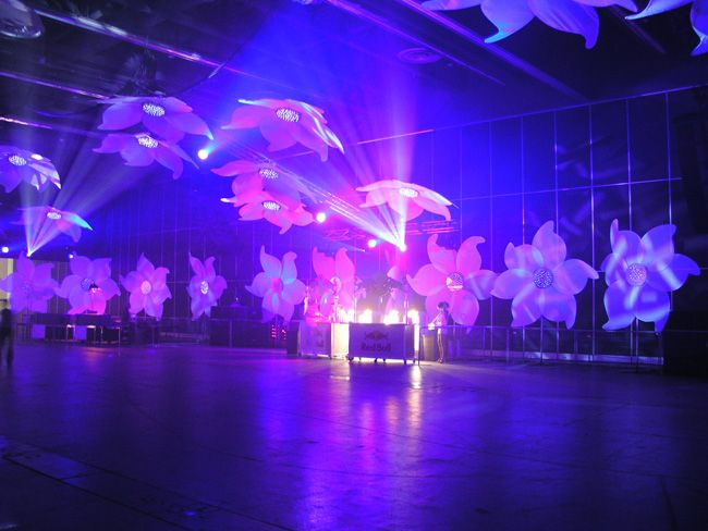 Montreal's White Party - Dance Soirée at the The Palais des congrès de Montréal 2005 - Artistic Direction & Set design by Denis Brossard & Ian Routhier.  Photo: Patricia Brochu.