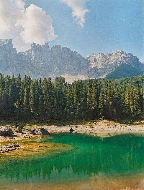 Lago di Carezza e Latemar Dolomiti Italia...