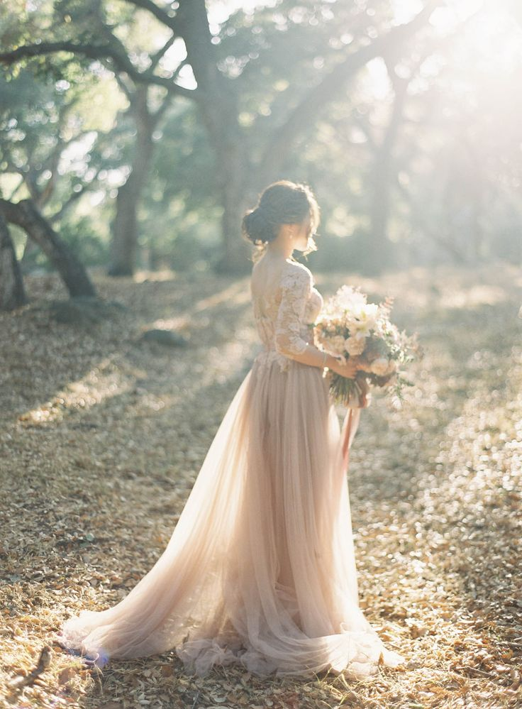 свадебное платье для осени фото татуировки