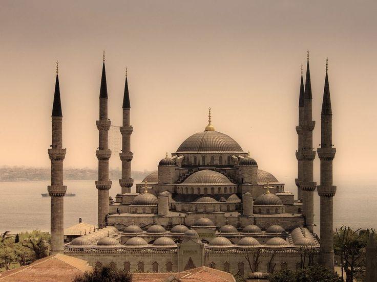 """Osmanlı baş mimari Mimar Sinan'ın başyapıtı, """"ustalık eserim"""" dediği Selimiye Camisi'dir."""