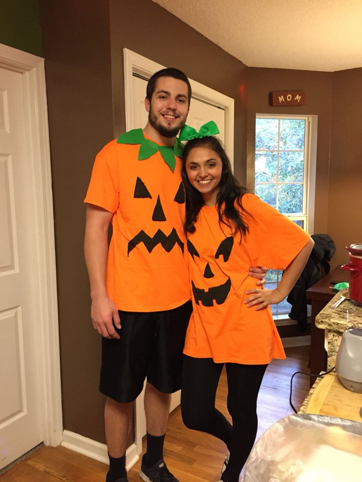 Simple And Cheap Living Room Decoration: Pumpkin Couple Costume! Make The Guy A Collar For His