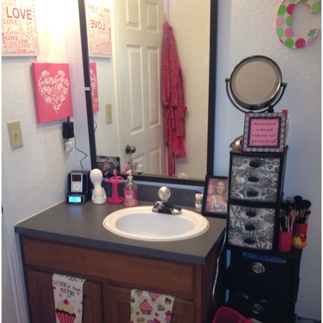 bathroom area a little to girly for my taste but still super cute