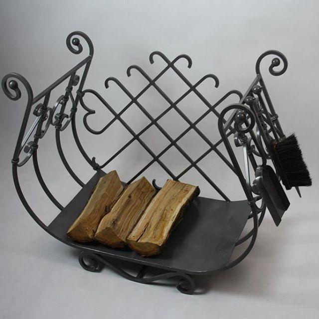 Stojak na drewno kominkowe po piaskowaniu i malowaniu proszkowym. #tmproject  #frostyle #concept #passion #poland #homedecor #design #dizajn #style #stojaknadrewno #firewood #steel  #fireplace #polskidesign #polishdesign #handmade #home #kominek #dom #salon