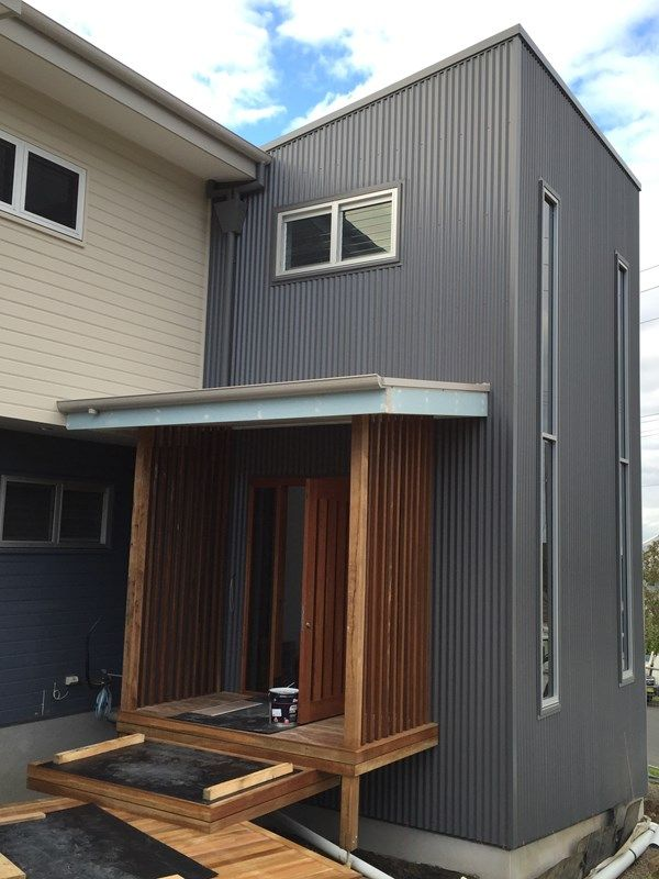 "TIP: ""Colorbond cladding (Basalt) provides a very distinctive and eye catching feature enhancing the visual appeal of the Colorbond roof and gutters (Dune)."" #MyCOLORBONDBuild"