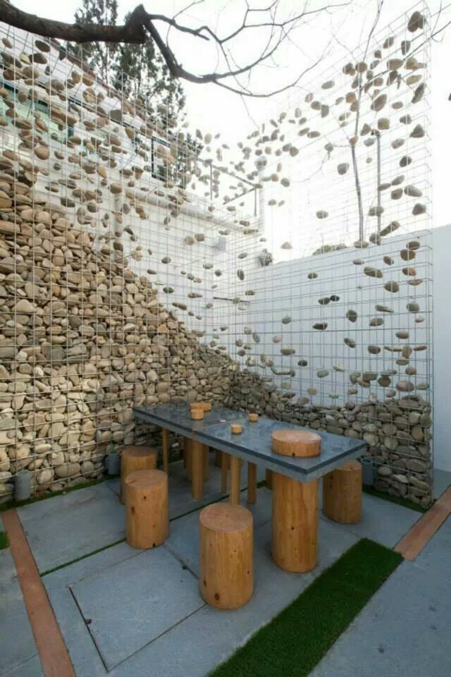 Rock&wire wall...So cool! Very creative!